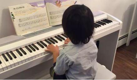 カナダでピアノ。グループレッスンと自宅指導で練習中!練習意欲を向上させる秘訣と、恥ずかしながら練習成果も公開w