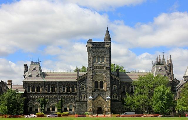 【2017年版】カナダの大学進学・留学「学部別」学費一覧