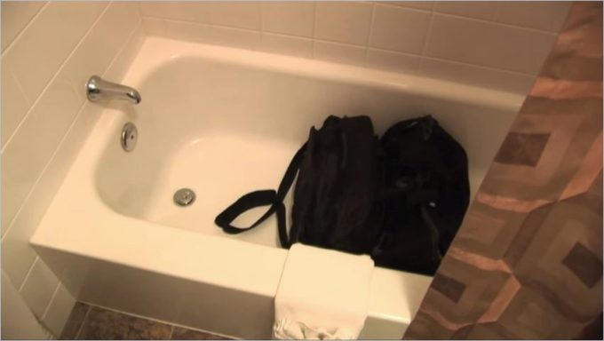 where-to-check_bedbug_in_hotel_bathroom-2