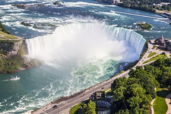 ナイアガラ、トロント、バンフ…カナダ観光で徴収される「観光税」?!支払いは拒否できるって本当?
