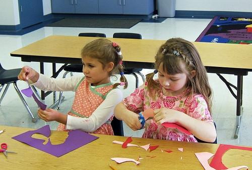 欧米小学校の学童保育(After School Program)の教室で遊ぶ生徒